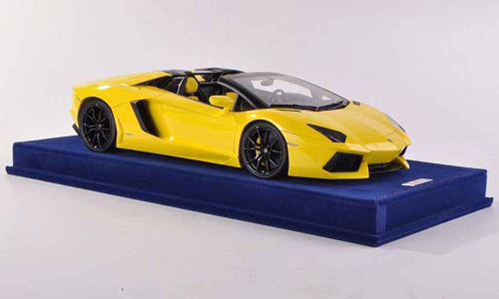 Lamborghini Aventador Roadster 1/18 MR Collection LP700-4 Roadster jaune  miniature