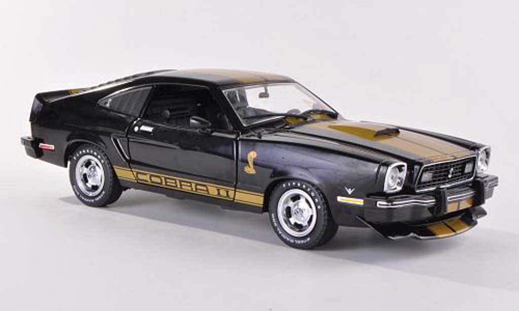 Ford Mustang 1977 1/18 Greenlight MKII Cobra II noire/gold miniature