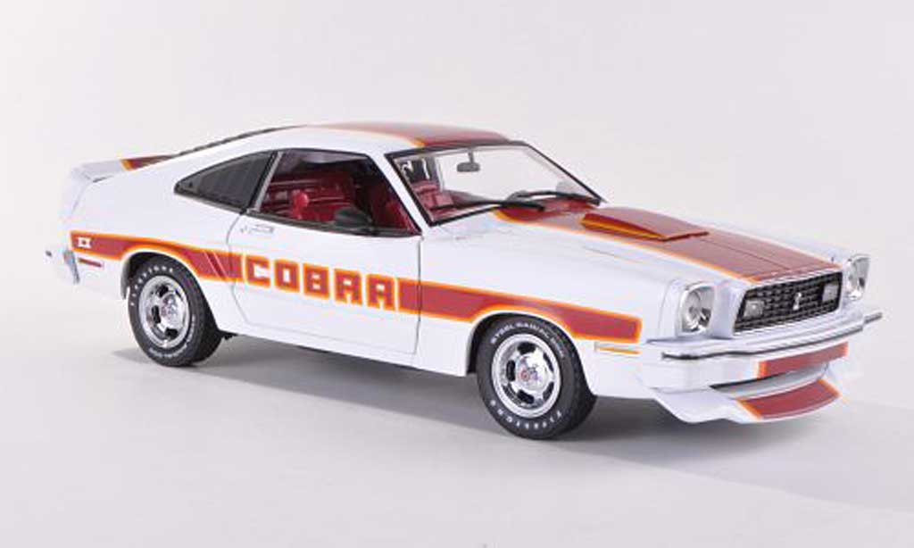 Ford Mustang 1978 1/18 Greenlight 1978 MKII Cobra II blanche/rouge miniature