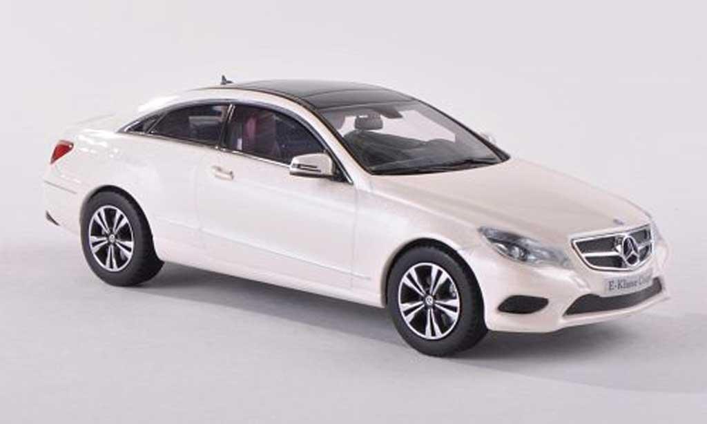 Mercedes Classe E 1/43 Kyosho Coupe blanche 2013 miniature