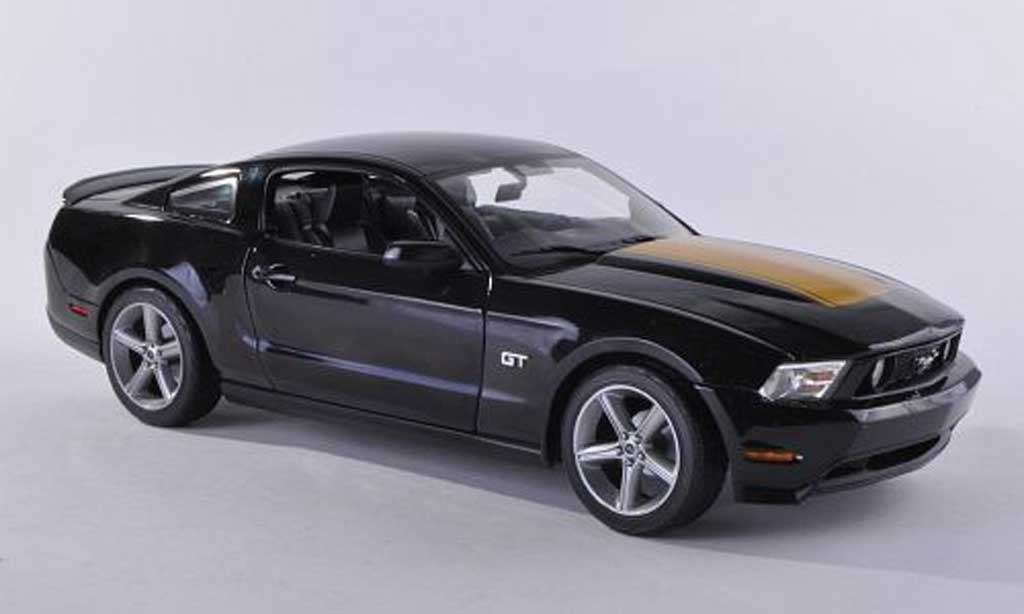Ford Mustang 2010 1/18 Greenlight 2010 GT noire/dore miniature