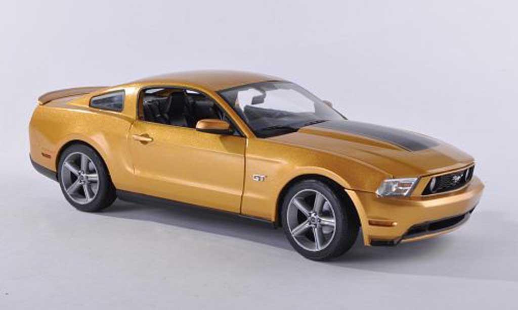 Ford Mustang 2010 1/18 Greenlight GT dore/black diecast