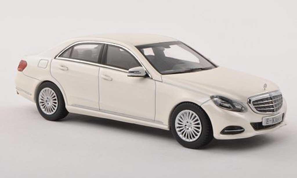 Mercedes Classe E 1/43 Kyosho (W212) blanche  2013 miniature
