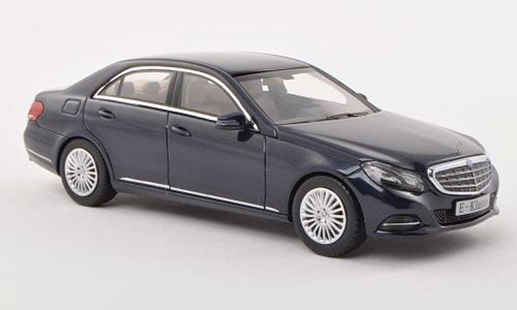 Mercedes Classe E 1/43 Kyosho (W212) noire-bleu 2013 miniature
