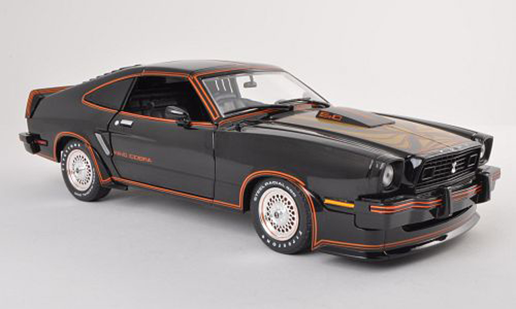 Ford Mustang 1978 1/18 Greenlight 1978 II King Cobra noire/grise miniature