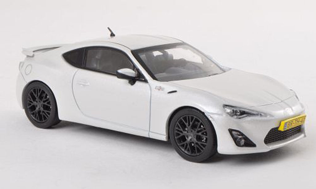 Toyota 86 2012 1/43 Triple 9 Collection blanche miniature