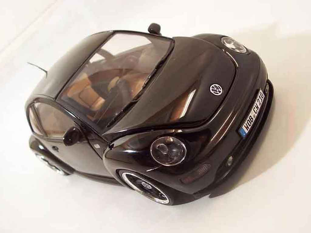Volkswagen New Beetle 1/18 Solido men in black miniature
