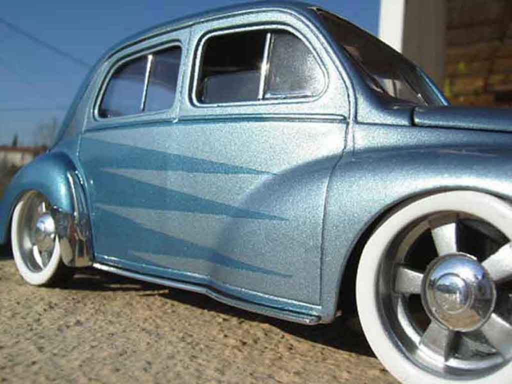Renault 4CV 1/18 Solido bleu miniature