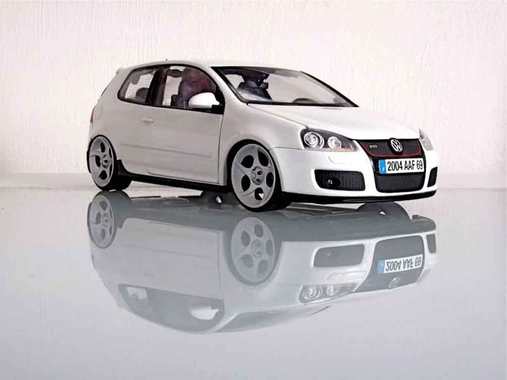 Volkswagen Golf V GTI 1/18 Norev jantes alphard diecast