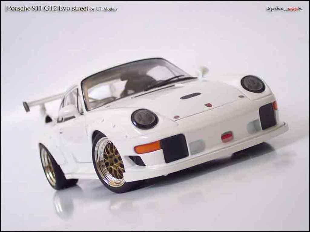 Porsche 993 GT2 1/18 Ut Models evo street miniature