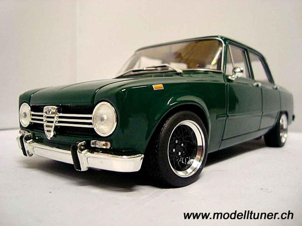 Alfa Romeo Giulia 1300 1/18 Minichamps super 1971 miniatura