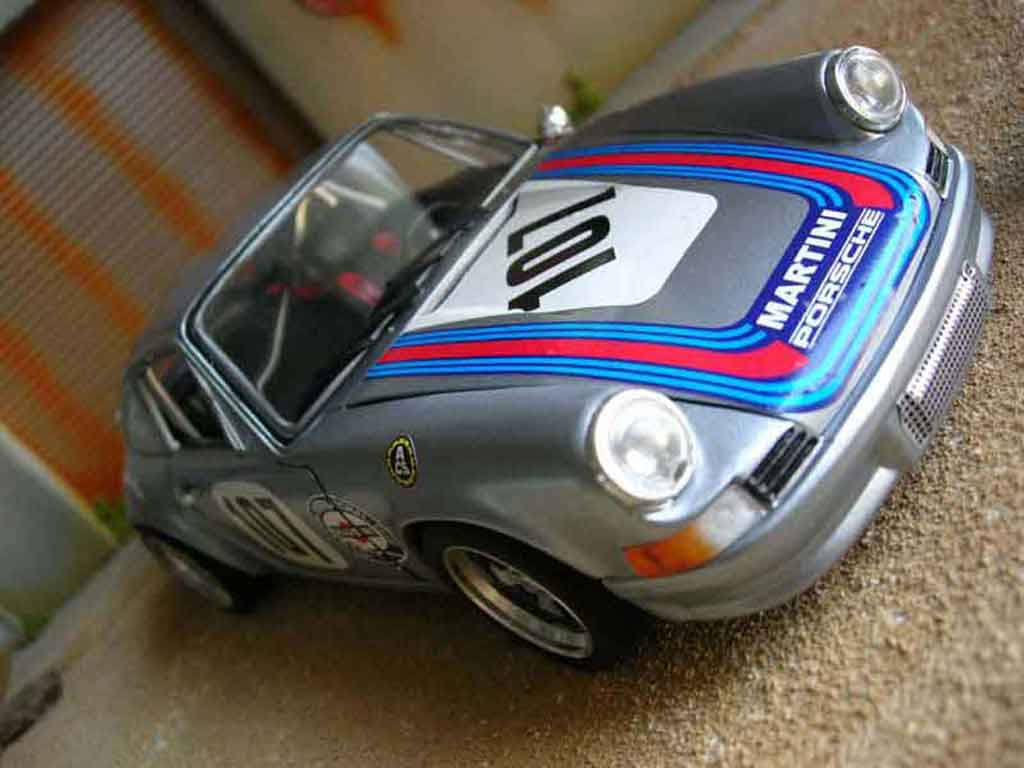 Porsche 911 RS 1/18 Universal Hobbies 2.7 martini miniature