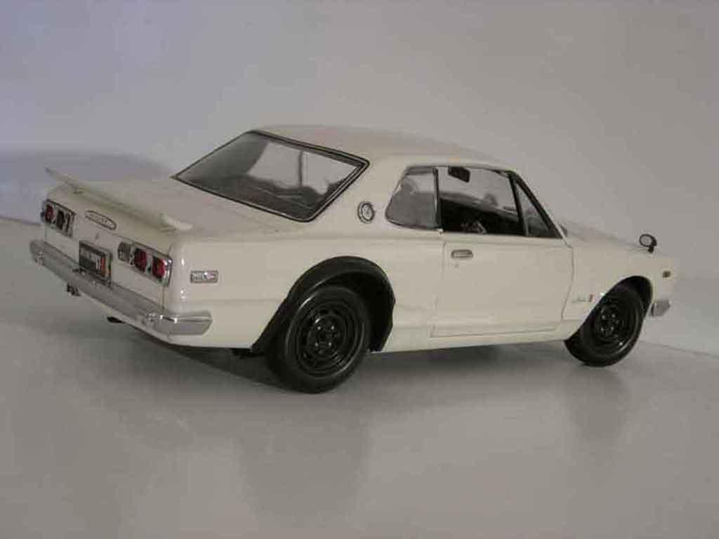 Nissan Skyline 2000 1/18 Kyosho gt-r kpgc 10 blanche miniature