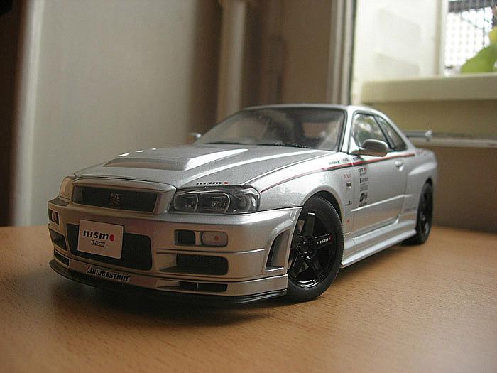 Nissan Skyline R34 GTR 1/18 Autoart nismo z-tune Z2 miniature