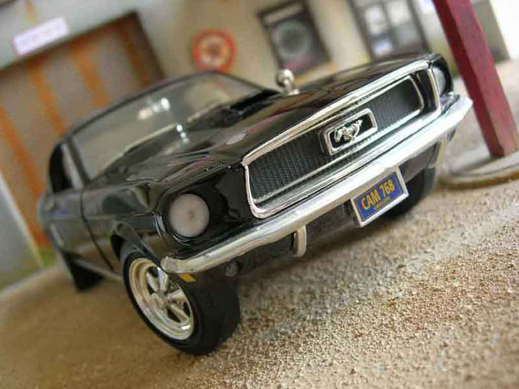 Ford Mustang 1965 1/18 Ertl coupe noir miniature