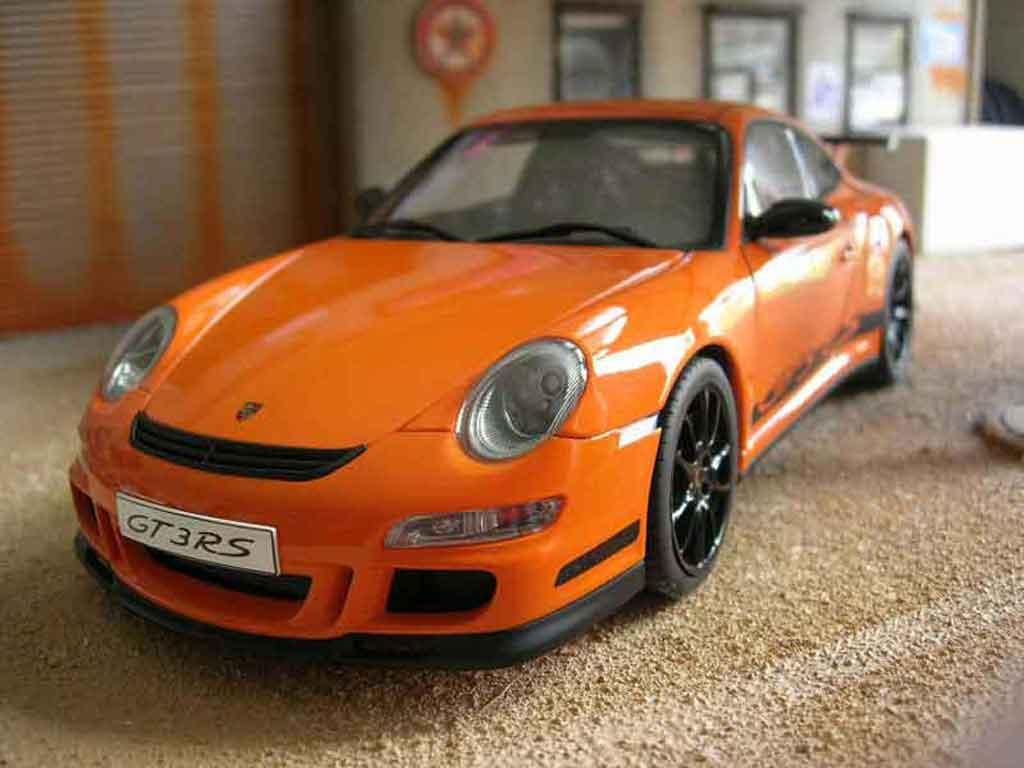 Porsche 997 GT3 RS 1/18 Autoart orange jantes noire miniature