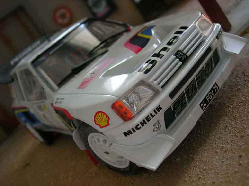 Peugeot 205 Turbo 16 1/18 Solido 1986 #1 bianco modellino in miniatura