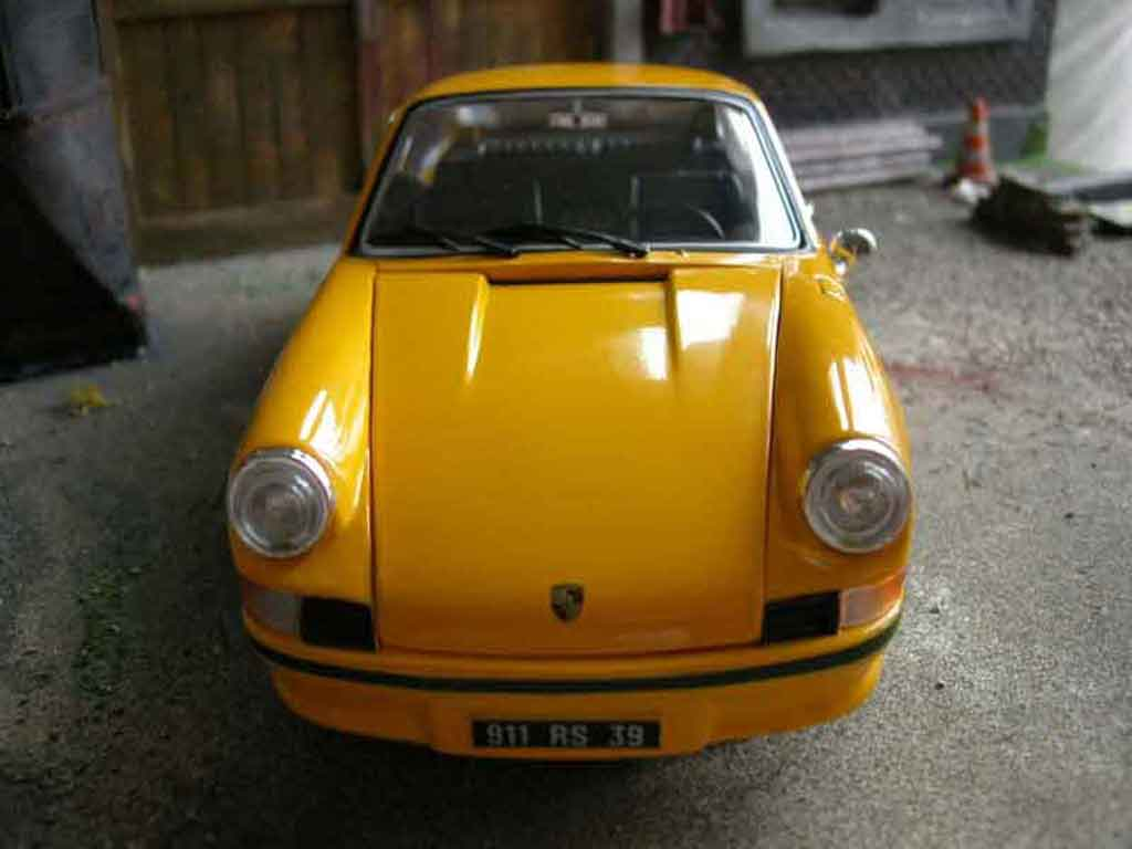 Porsche 911 RS 1/18 Universal Hobbies 2.7 jaune miniature