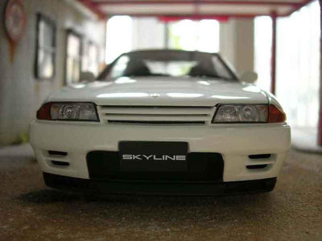 Nissan Skyline R32 1/18 Autoart gt-r v-spec ii blanche miniature