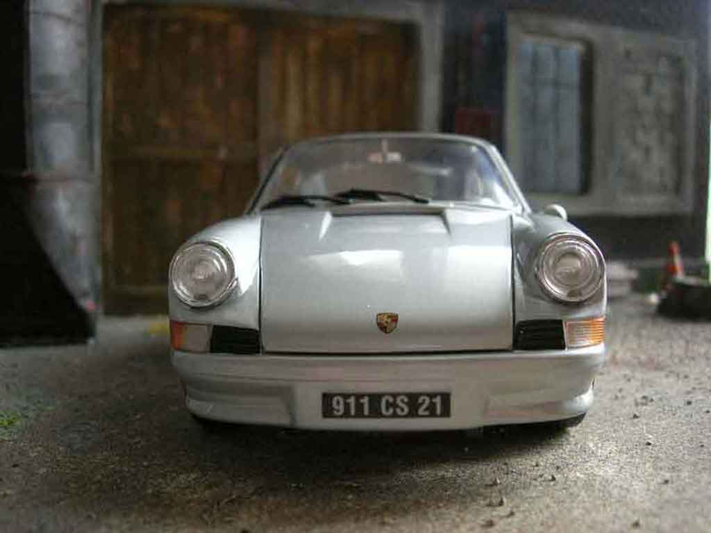 Porsche 911 2.4 1/18 Universal Hobbies ls grey diecast model cars