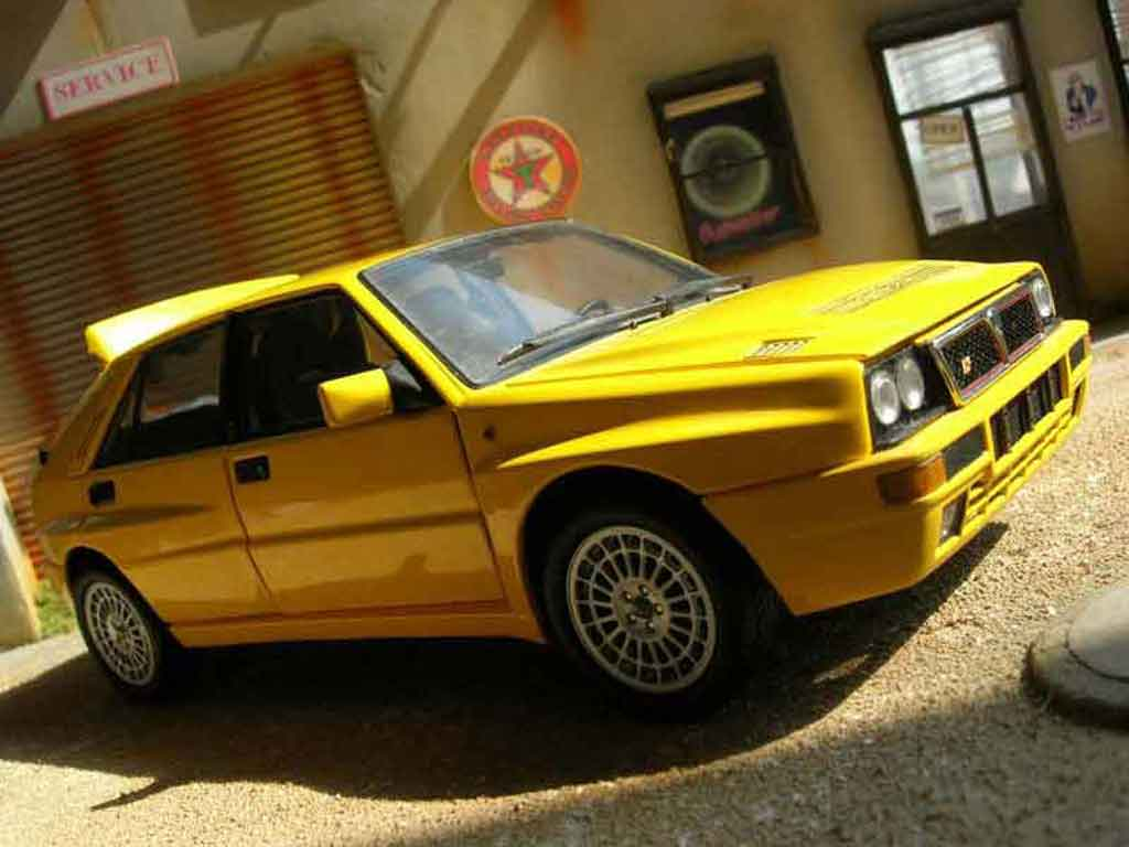 Lancia Delta HF Integrale 1/18 Kyosho evolution 2 amarillo miniatura