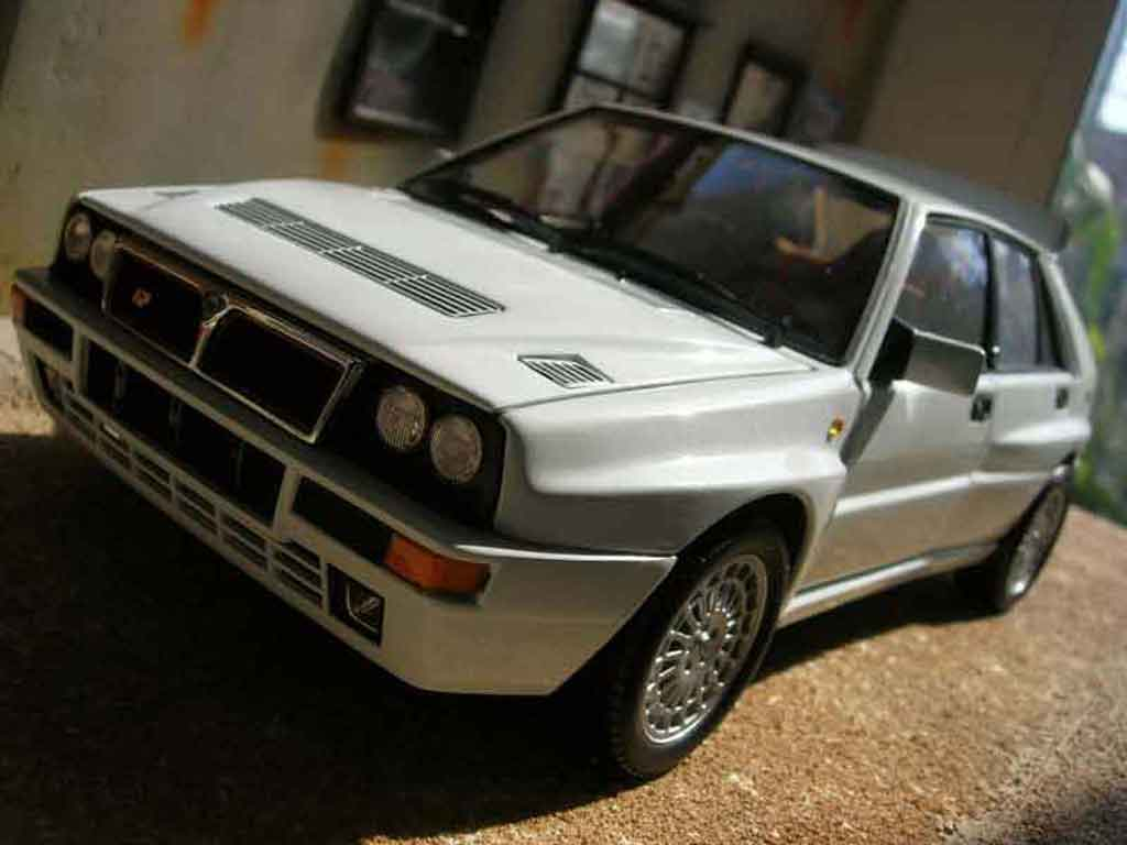 Lancia Delta HF Integrale 1/18 Kyosho evolution 2 white diecast model cars