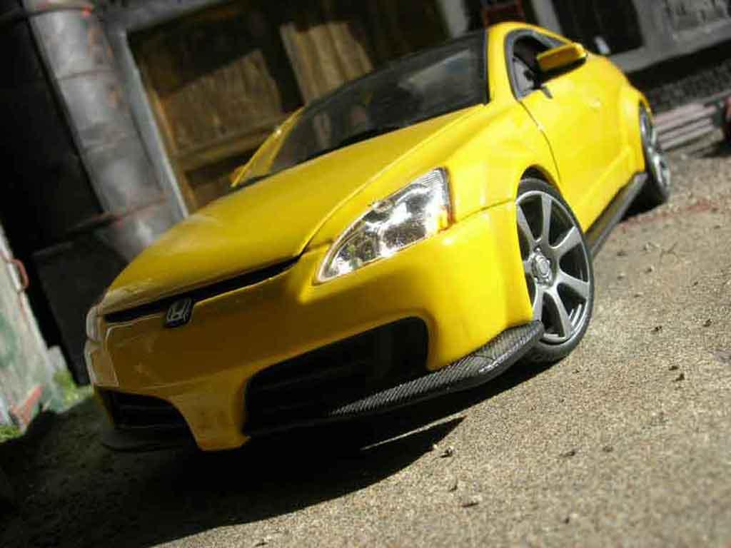 Honda Accord 1/18 Motormax 2003 yellow diecast model cars