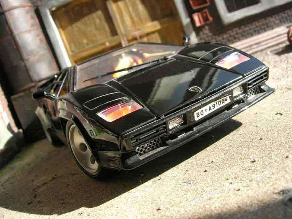 Lamborghini Countach 5000 Quattrovalvole 1/18 Burago noire miniature
