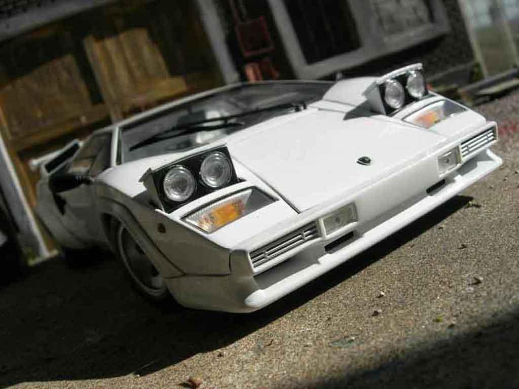 Lamborghini Countach 5000 Quattrovalvole 1/18 Kyosho blanche miniature