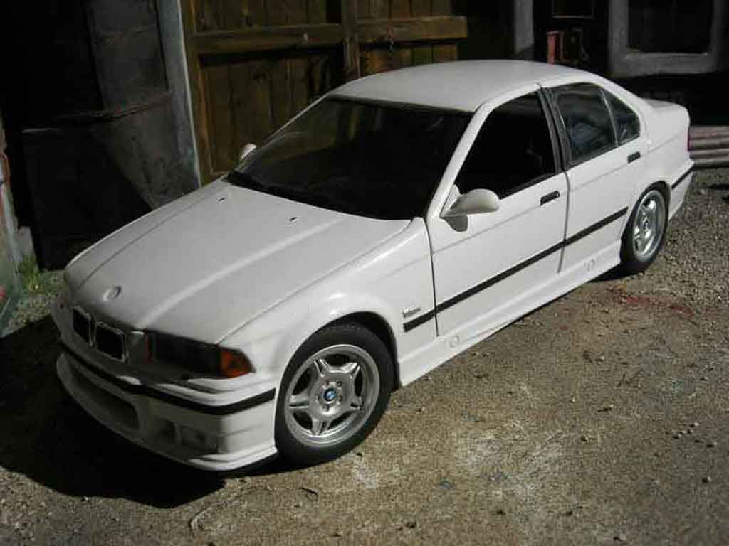 Bmw M3 E36 berline 1/18 Ut Models white diecast