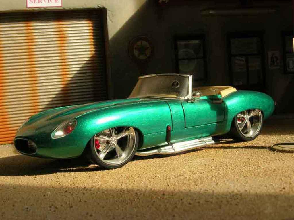Jaguar E-Type 1961 1/18 Burago 1961 dub miniature