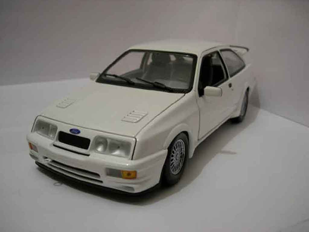 Ford Sierra Cosworth RS 1/18 Minichamps blanche miniature