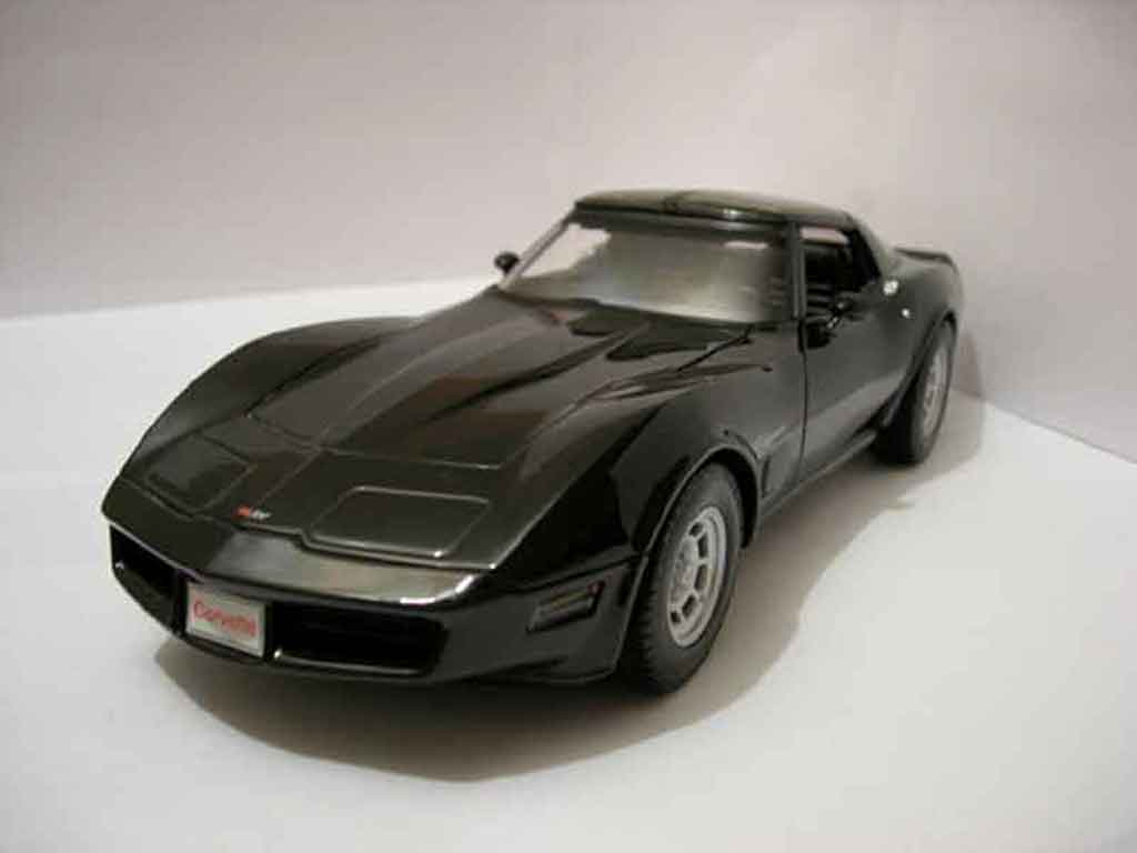 Chevrolet Corvette C3 1/18 Welly noire 1982 miniature