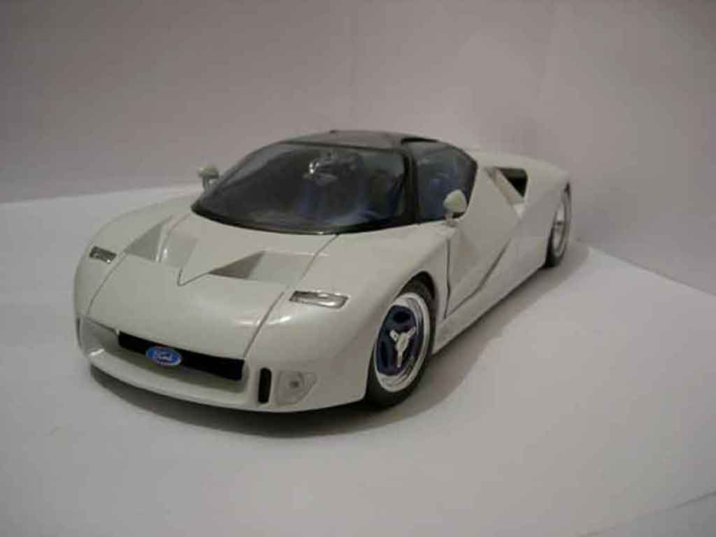Ford GT 90 1/18 Maisto blanche miniature