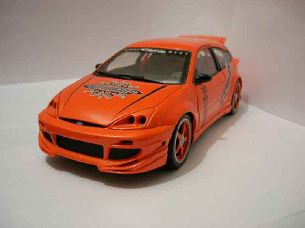 Ford Focus RS 1/18 Hot Wheels wings west miniature
