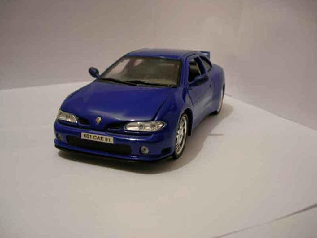 Renault Megane Maxi 1/18 Anson bleue miniature