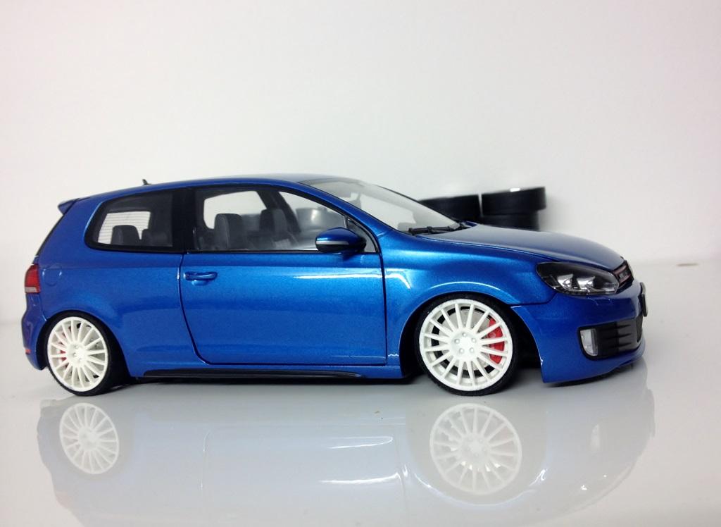 Volkswagen Golf VI GTI 1/18 Norev bleue jantes OZ racing miniature