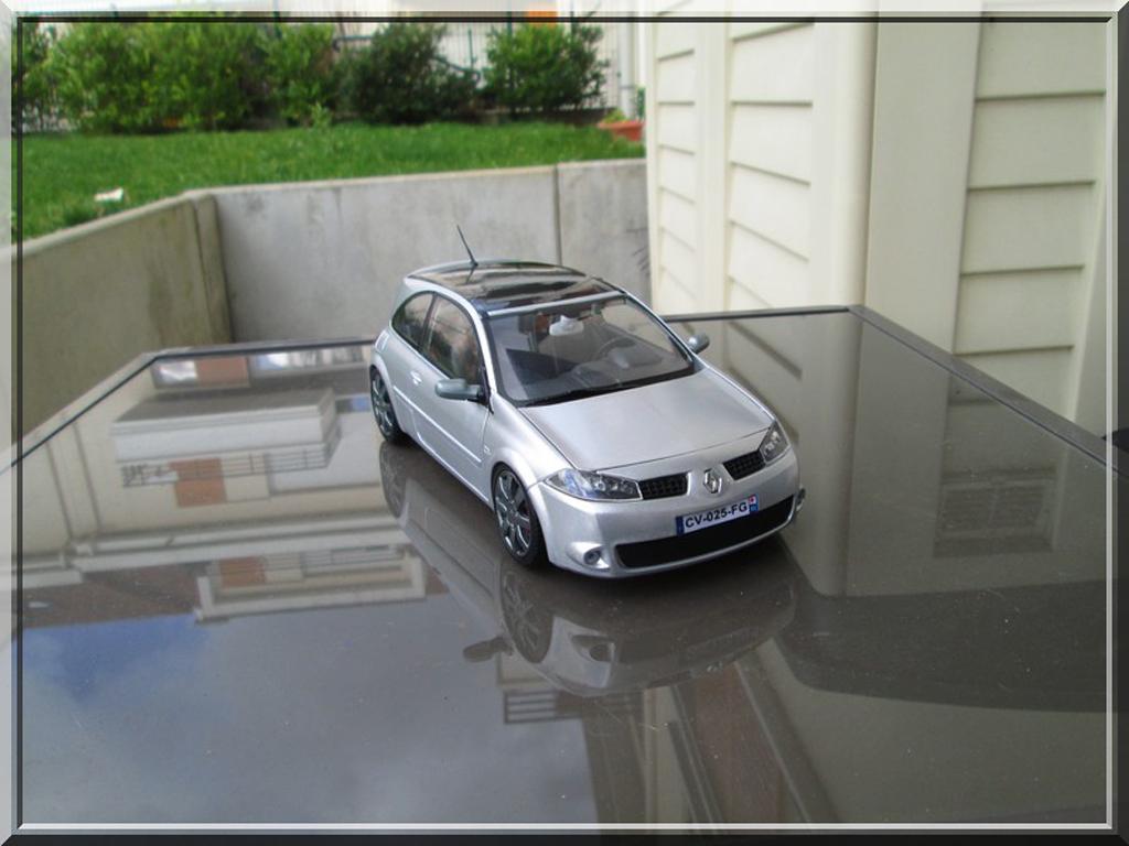 Renault Megane RS 1/18 Burago gris miniature