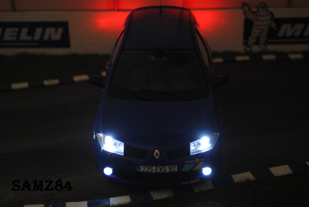 Renault Megane Sport 1/18 Ottomobile R25 F1 Team Bleue LED miniatura