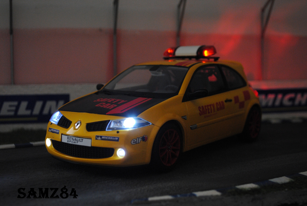Renault Megane R26R 1/18 Ottomobile Jaune Sirius Safety Car miniature