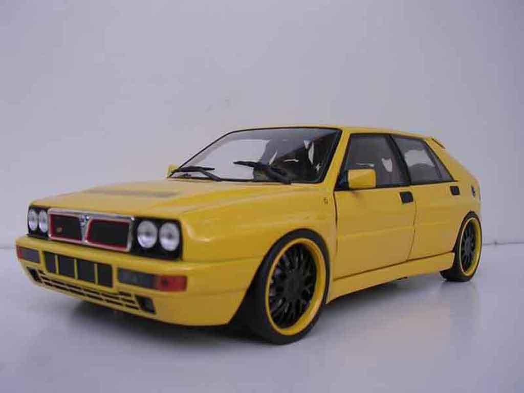 Lancia Delta HF Integrale 1/18 Kyosho evolution 2 jaune jantes bbs noires miniature