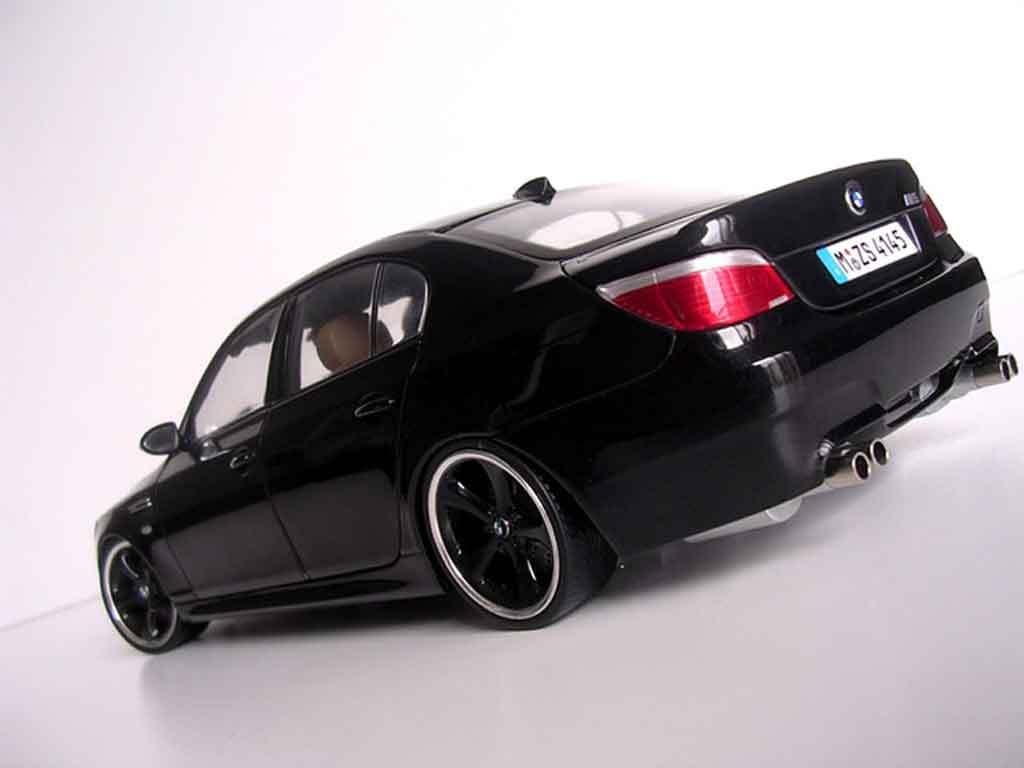 Bmw M5 E60 1/18 Kyosho jantes techart blacks diecast