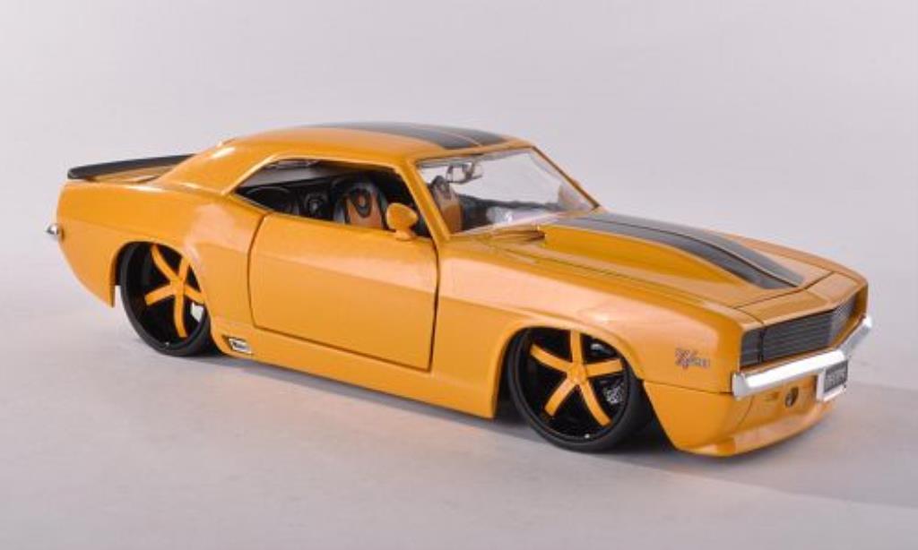 Chevrolet Camaro Z28 1/24 Jada Toys yellow/black 1969 diecast
