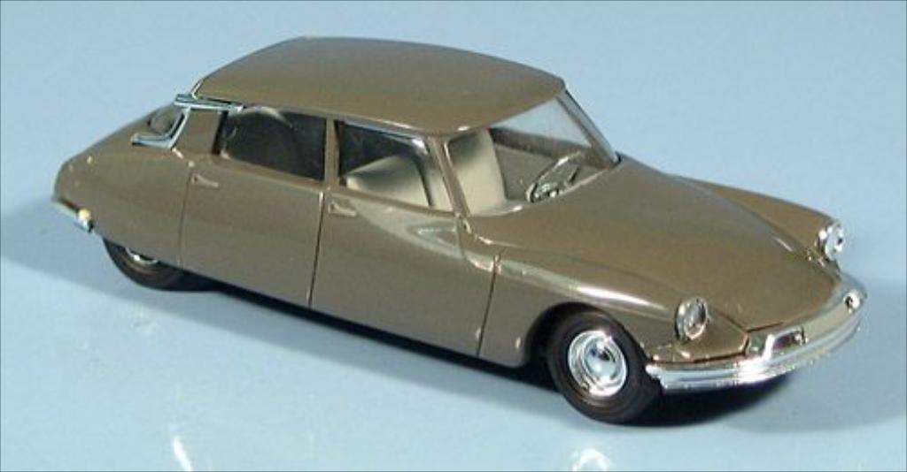 Citroen DS 19 1/87 Busch 19 grise 1955 miniature