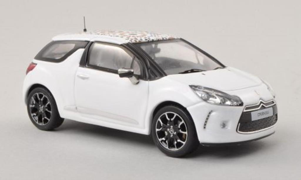 DS Automobiles DS3 1/43 IXO Kenzo Edition blanche mit Dachdekoration 2010 miniature
