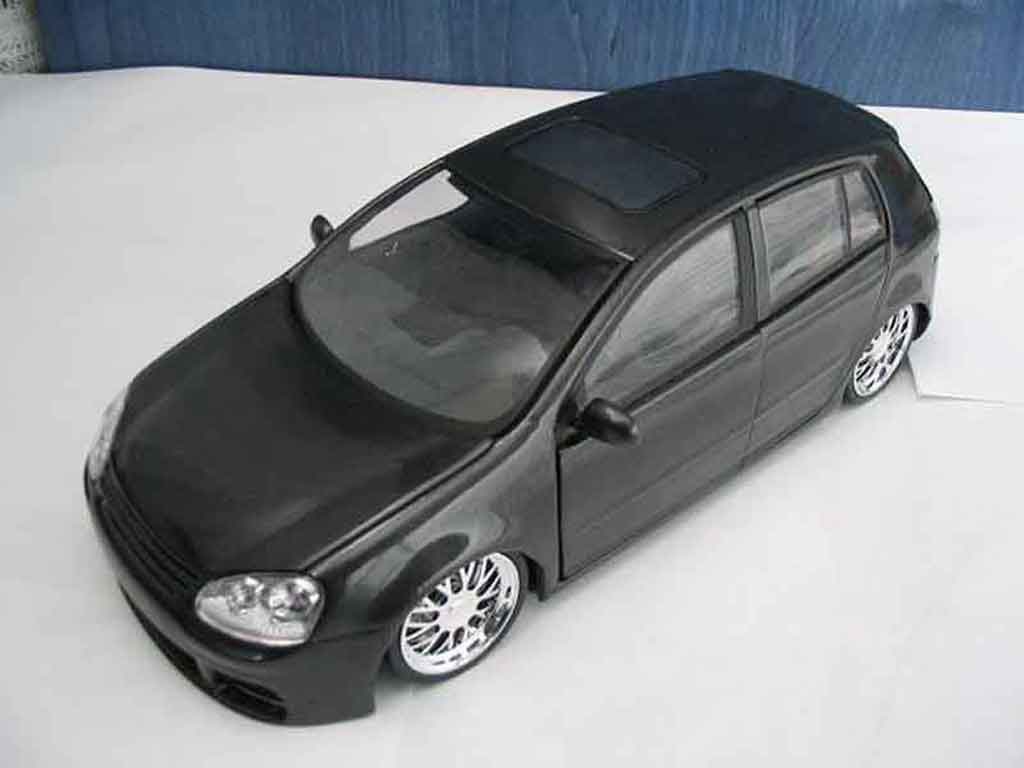 Volkswagen Golf V GTI 1/18 Burago dub black jantes chromees diecast