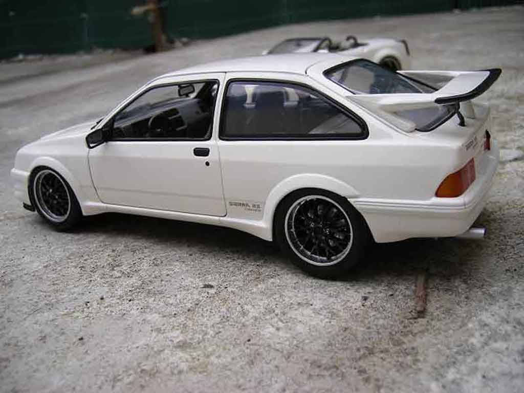 Ford Sierra Cosworth RS 1/18 Minichamps tuning blanche miniature