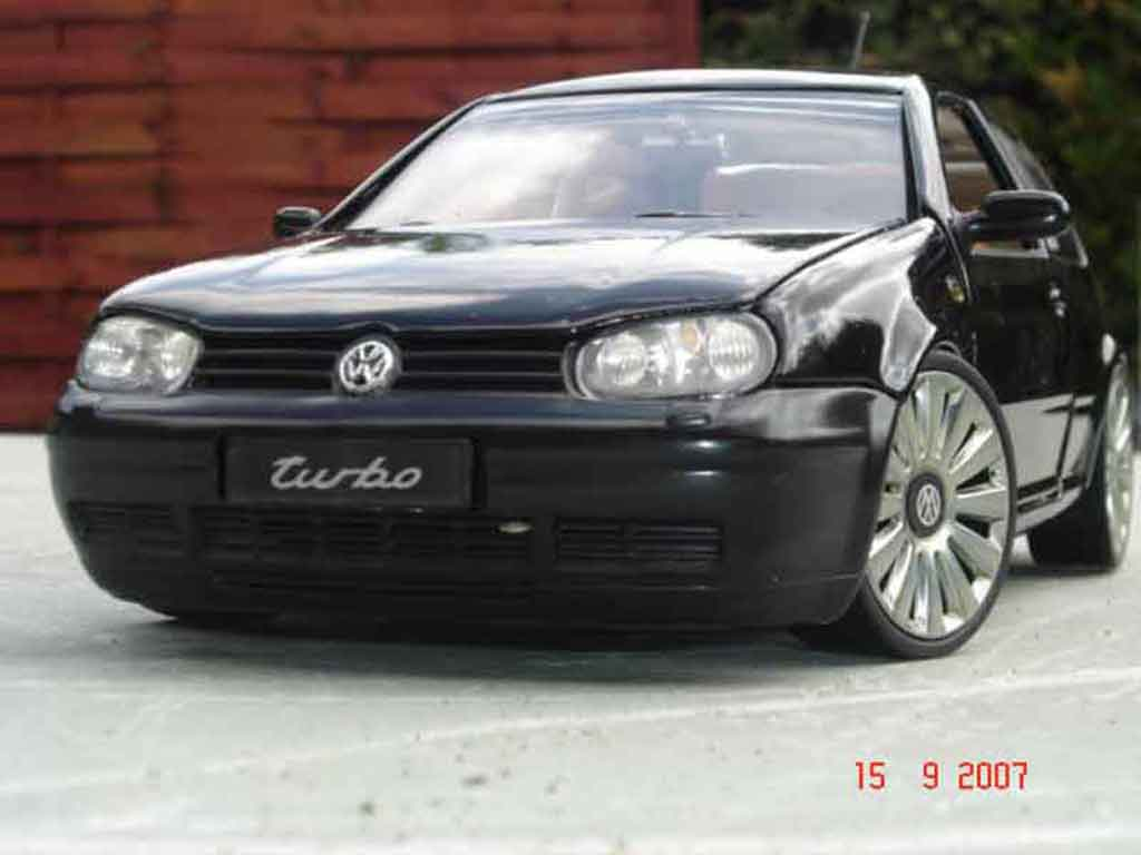 Volkswagen Golf 4 GTI 1/18 Revell 3.2 turbo miniature