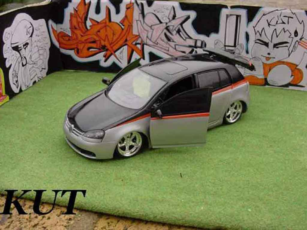 Volkswagen Golf V GTI 1/18 Burago suspensions pneumatiques diecast model cars