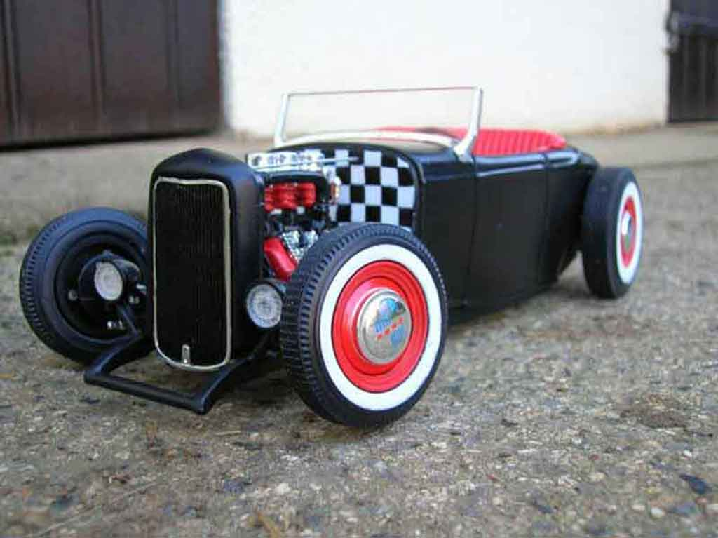 Ford 1932 1/18 Ertl hot rod noir rouge miniature